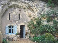 Le manoir de la Caillère à Coutures (Maine-et-Loire), un bel exemple d'habitat troglodytique.