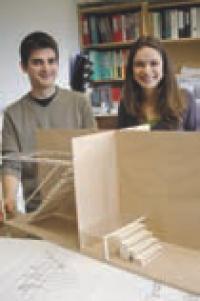 Gilles Somme (ci-contre) a fait appel à la créativité de deux étudiants en design (ci-dessous) pour développer de nouveaux modèles d'escaliers.