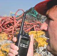 Nul besoin pour un artisan de se munir d'un talkie-walkie professionnel, la gamme dite «de loisir» est largement suffisante.