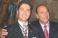 La tradition veut que le président de la République en exercice décore les Meilleurs ouvriers de France. Yannick Schmitt a ainsi reçu sa médaille des mains de Jacques Chirac le 13 mars 2005 à l'Elysée.