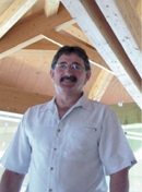 Avec la coopérative Scabois, Michel Augé se fournit en bois transformé. Pour le bois brut, il passe par la scierie traditionnelle.