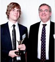 Adrien Montfort (associé) a reçu le 1er prix des mains de Jean-Louis Ceccaldi.