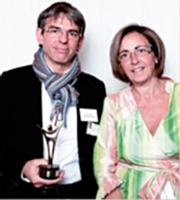 Pierre Hervé a reçu le 1er prix des mains de Christine Uribarri.