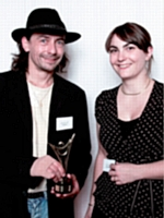 Laurent Elles a reçu le prix des mains de Claire Poisson (Artisans Mag').