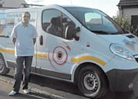 Ludovic Bricogne (Sys'tech Elec) a floqué son véhicule aux couleurs de sa société pour se démarquer de la concurrence et augmenter le nombre de ses contacts clients.