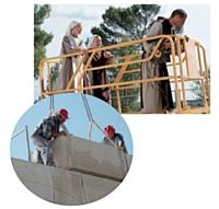 Les travaux sont l'occasion pour les religieux de se rapprocher des habitants.