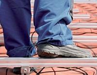 Pour être portée et bien acceptée, la chaussure ne doit pas être synonyme de contrainte mais de protection.