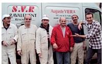 Sous la houlette de l'animateur TV Marc-Emmanuel Dufour (à droite), Auguste Vieira et son équipe ont, en trois jours, ravalé bénévolement une façade... et boosté le carnet de commandes de l'entreprise.