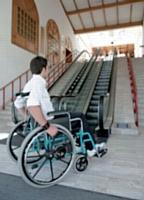 Tous les établissements recevant du public (ERP) doivent être accessibles aux personnes atteintes d'un handicap et aux personnes à mobilité réduite d'ici à 2015.