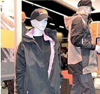 Avec 11,1 % de femmes salariées dans le bâtiment, les fabricants proposent désormais des vêtements adaptés à leur morphologie.