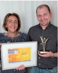 Sébastien Locqueneux a reçu le 1er prix des mains de Christine Uribarri ( APCMA).