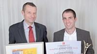 Frédéric Boissière (à droite) s'est vu remettre le premier prix par Florent Lamoureux (Caisse d'Epargne).