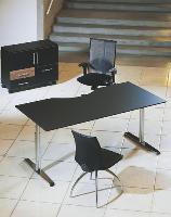 Les bureaux réglables en hauteur, dont les piétements étaient autrefois massifs et disgracieux, sont devenus aussi élégants que les modèles présents dans les gammes traditionnelles.