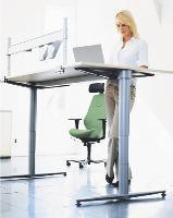 Pour les modèles les plus évolués, l'utilisateur peut enregistrer les hauteurs assises et debout qui lui conviennent, de manière à les retrouver plus facilement lorsqu'il passe d'une position à l'autre.