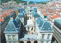 Un partenariat signé en 2006 entre la ville et l'Ecole de management de Lyon, qui dispense un mastère «Acheteur manager international», a débouché sur plusieurs missions concrètes.