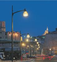 Les lampes à iodure métallique, les fluo compactes et celles à induction consomment peu et éclairent mieux.