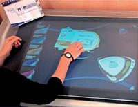 Une table numérique a été testée, cet été, dans une agence du Crédit Lyonnais de Paris.