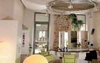 A Grenoble, un salon de coiffure a été réaménagé avec le soutien de la fondation L'Oréal.