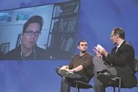 À l'écran, Biz stone, cofondateur de Twitter et, à gauche, sur scène, Gary Vaynerchuk, créateur de WineLibrary.