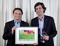 Roger Lei (LaSer Services) a remis le trophée à Olivier Tarneaud (Aéroports de Paris).