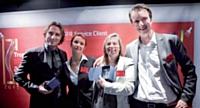Dean Groman (à droite) et son équipe chez Sitel (de gauche à droite) Laurent Volkoff, Isabelle Audoin-Girard et Karine Phillips.