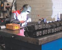 L'entreprise Roux est spécialisée dans la fabrication de prototypes pour l'industrie automobile et l'équipement industriel.