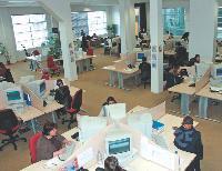Le centre d'appels offre une solution souple pour soulager votre force de vente. Ici, le centre d'Intra Call Center.