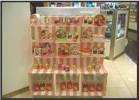 Dans une parfumerie à Dubai, un des linéaires concus pour Kaloo par un designer libano-syrien.
