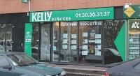 Comme d'autres entreprises de travail temporaire, Kelly Services a spécialisé certaines agences en informatique, ingénierie ou finance.