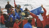 Daniel Kurbiel avec son équipe lors de la préparation de l'America's cup 99, en Nouvelle-Zellande. En 2000, il est devenu champion de France de voile olympique.