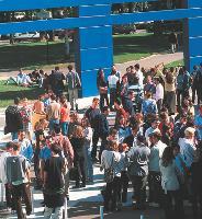 Les campus des grandes écoles (comme ici, celui d'HEC, à Jouy-en-Josas) fourmillent de jeunes talents. A vous de profiter de ce vivier.
