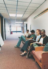 Le chômage des jeunes recule en 2007