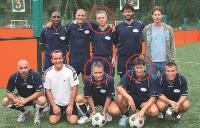 Vincent Tricot (en haut) Thierry Depierre (à gauche) et Stéphane Malicet, entourés de leur équipe.