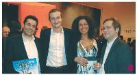 Greg Zemor, Antoine Rivière et Stéphane Brault (Neteven) entourent Ingrid Zemor, de l'agence Wellcom.