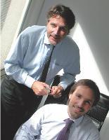 Xavier Chouraqui (en bas à droite) en compagnie de Patrick Oliveau, son directeur de l'exploitation.