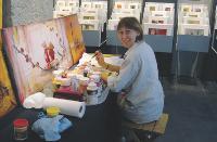50% du produit de la vente est reversé aux 200 artistes qui travaillent pour Carré d'Artistes.