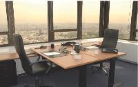 Au 33e étage de la Tour Montparnasse, à Paris, Ateac dispose de 43 bureaux, open spaces ou individuels.