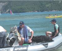 Bruno Watine au lac d'Embrun, avec son fils.