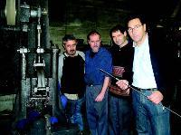 Daniel Cheynet (à droite), en compagnie de ses salariés.