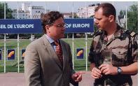 François-André Simon (à droite) est officier de renseignements et engagé dans la Réserve depuis 1989. Ici, en mission dans les Balkans, en compagnie de François Friederich, du Conseil de l'Europe.