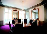Servcorp soigne le style et le confort de ses salles (ici, son site du boulevard haussmann, à Paris).