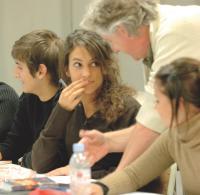 Enseigner constitue un excellent moyen de repérer de jeunes talents.