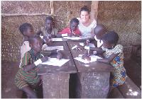 Grâce à son employeur, Marie Lafitte est partie en congé solidaire au Bénin pour une animation socio-éducative dans une école mobile de brousse.