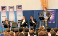 En parrainant Télécom & Management Sud-Paris, Stéphane Grasset (à gauche) compte développer la notoriété de son entreprise.