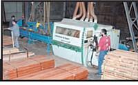 La fabrication des tréteaux est sous-traitée auprès de Centres d'aide par le travail de la région Poitou-Charentes.