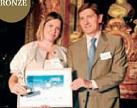 Yseulys Costes a reçu son Trophée des mains de Philippe Lesaffre (Caisse d'Epargne).