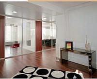 Les cloisons respectent les grands espaces tout en créant des zones d ' «intimité».