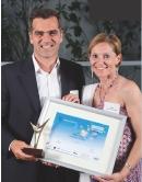 Régis Lelong reçoit son trophée des mains de Christine Coudert (Sage)