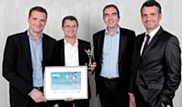 Les trois associés d'ALT Partners, Arnaud Courdesses, Laurent Windenberger et Arnaud Thiollier, ont reçu leur prix des mains d'Antoine Caby (TNT Express France), à droite.