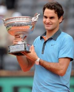 En 2009, lors de sa victoire à Roland Garros, Roger Federer porte la coupe imaginée et conçue par Mellerio dits Meller.